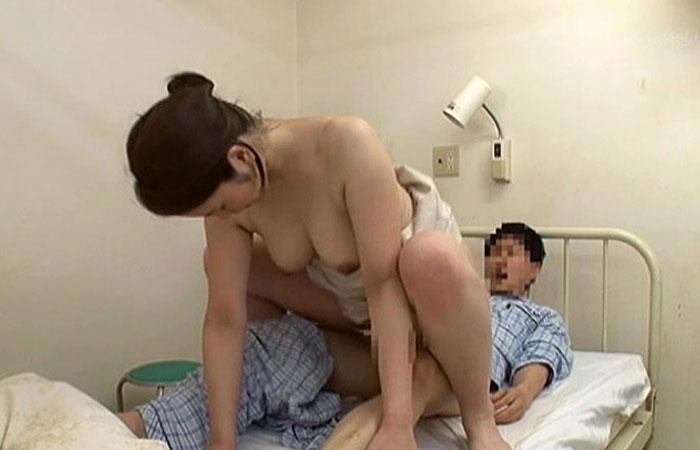 佐々木あき 「抜いてあげよっか?」入院中に叔母さんにこっそり性処理を… 02