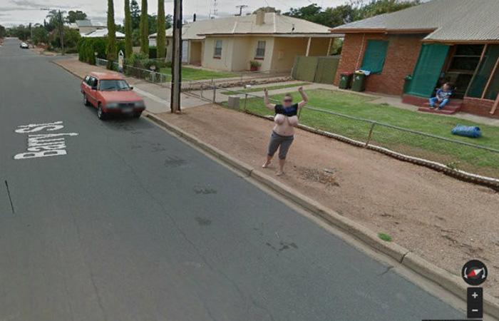 【露出エロ画像】Googleマップの奇跡!?ストリートビューに映った露出女www