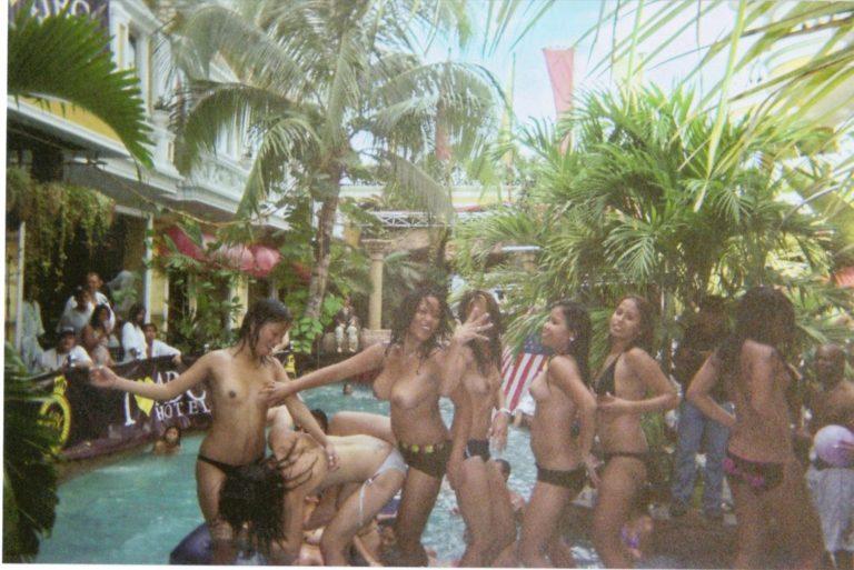 【※裏山杉内】海外で行われているプールパーティーとかいう楽園wwwwwww 嘘だろコレwwwwwwwwwwwwwwwww(画像あり) 04