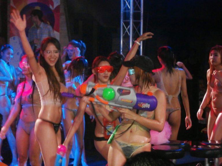 【※裏山杉内】海外で行われているプールパーティーとかいう楽園wwwwwww 嘘だろコレwwwwwwwwwwwwwwwww(画像あり) 05
