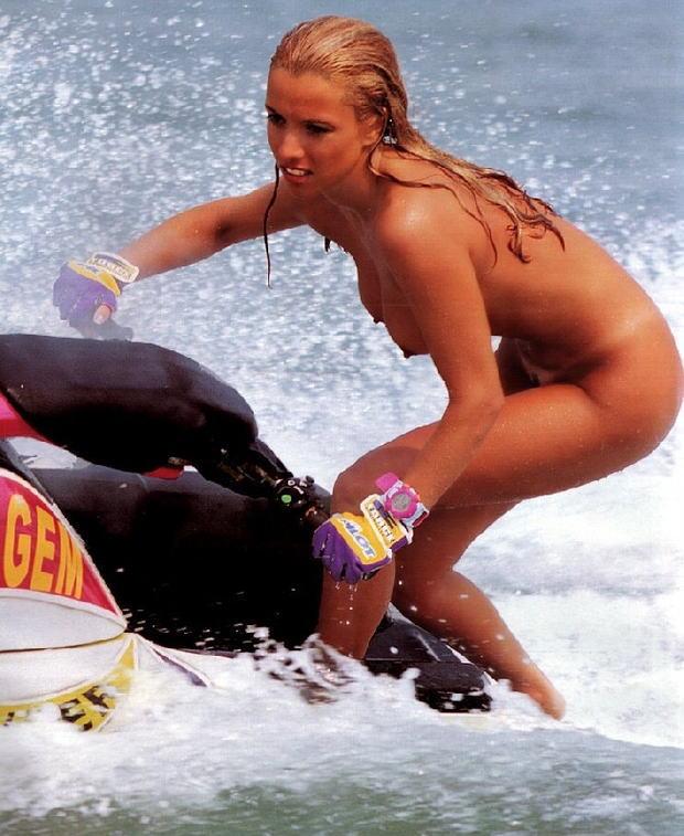 【※マジキチ】海 行 っ た ら 全 裸 で ウ ェ イ ク ボ ー ド や っ て る ま ん の 者 に 遭 遇 し た ン ゴwwwwwwwwwwwwwwwwwwwwww(画像あり) 04
