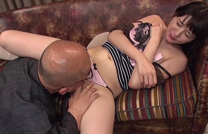 【三次エロ動画】夫の不倫を知ったから、義父に慰めを求める美人妻www