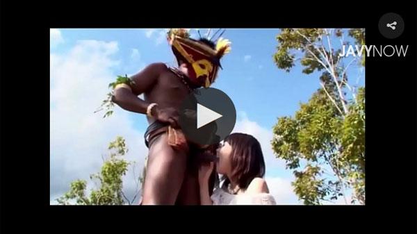 アフリカの原住民と藪の中で青姦 03