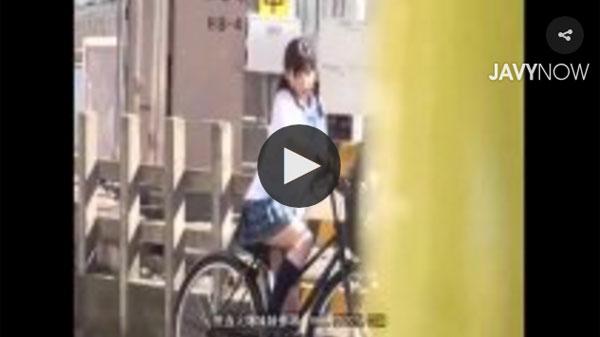 自転車のサドルに媚薬を塗られた制服娘 03