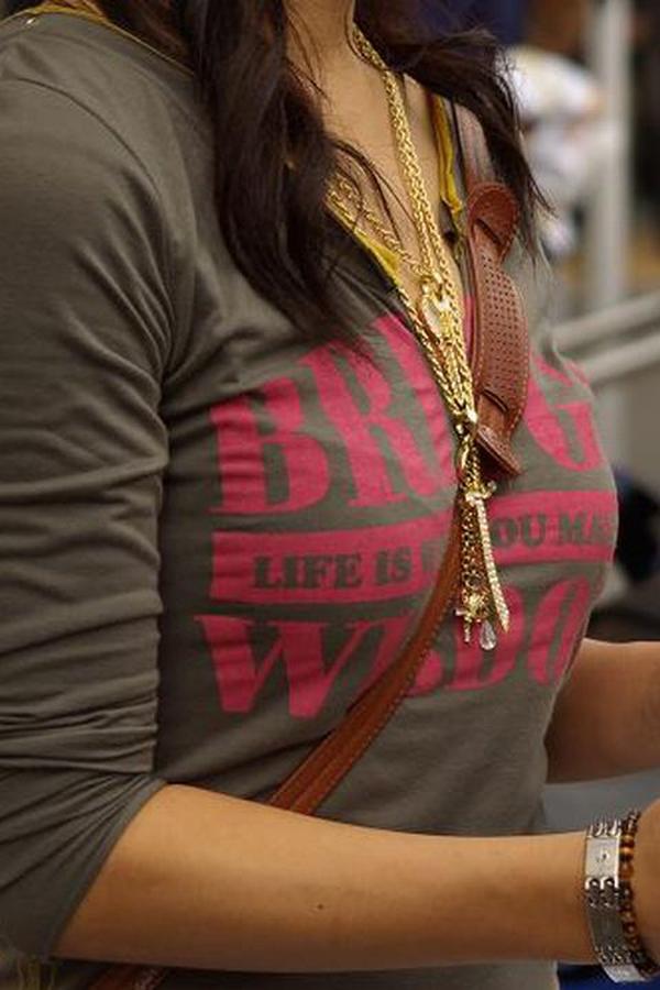 【パイスラエロ画像】紐1本で目立ち過ぎw単純でも脅威なたすき掛け着衣胸www 11
