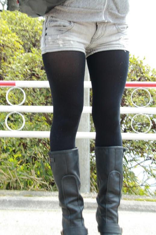 【ショーパンエロ画像】素肌の代わりに脚線美が際立つ冬仕様のショーパン美脚www 02