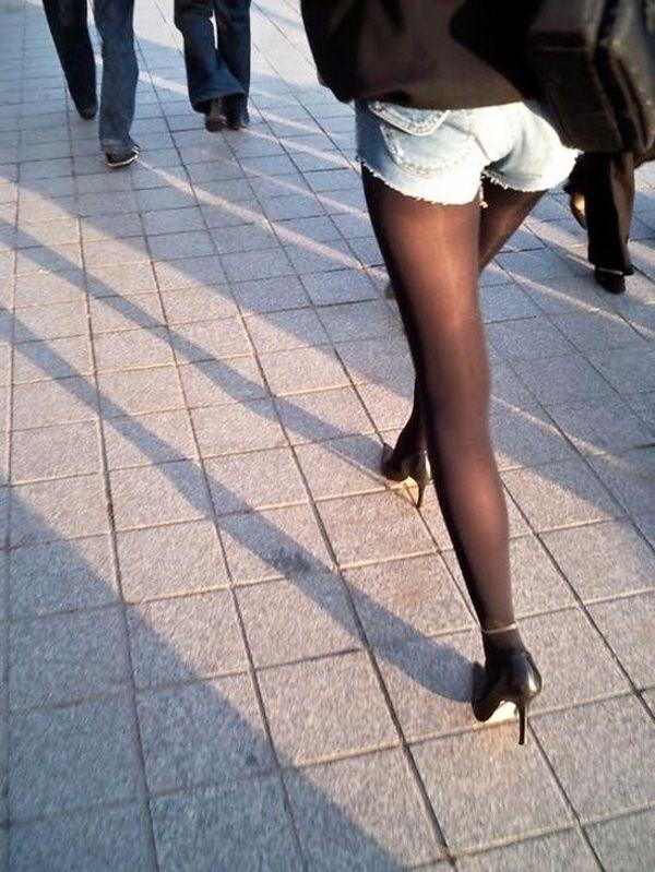 【ショーパンエロ画像】素肌の代わりに脚線美が際立つ冬仕様のショーパン美脚www 03