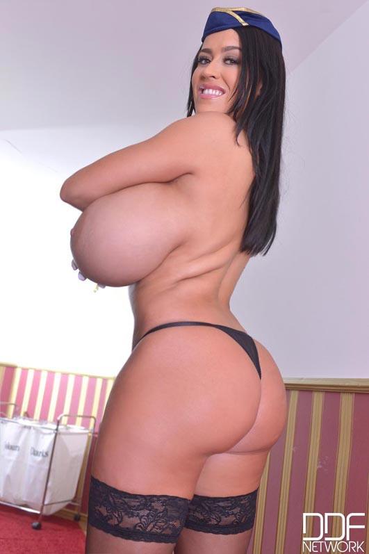 【乳と腋エロ画像】どちらも舐めたい!外人さんの美麗で卑猥な巨乳と腋下www 04