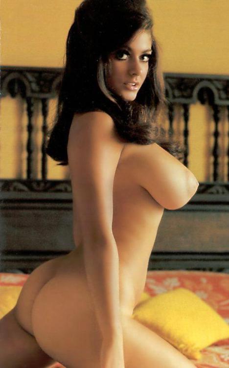 【乳と腋エロ画像】どちらも舐めたい!外人さんの美麗で卑猥な巨乳と腋下www 12
