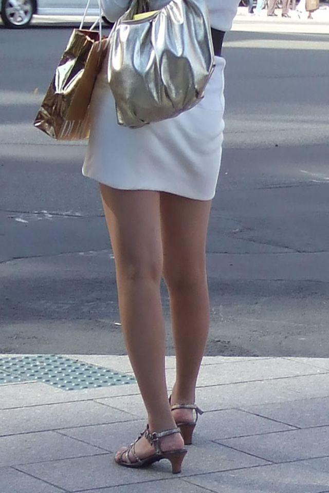 【美脚エロ画像】寒いなら撫でてあげたい!太ももそそる街のミニスカ美脚www 02