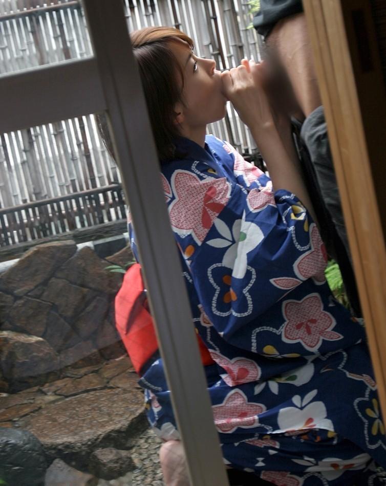 【フェラチオエロ画像】危険そうなら即撤収も簡単?屋外での口淫ご奉仕www 13