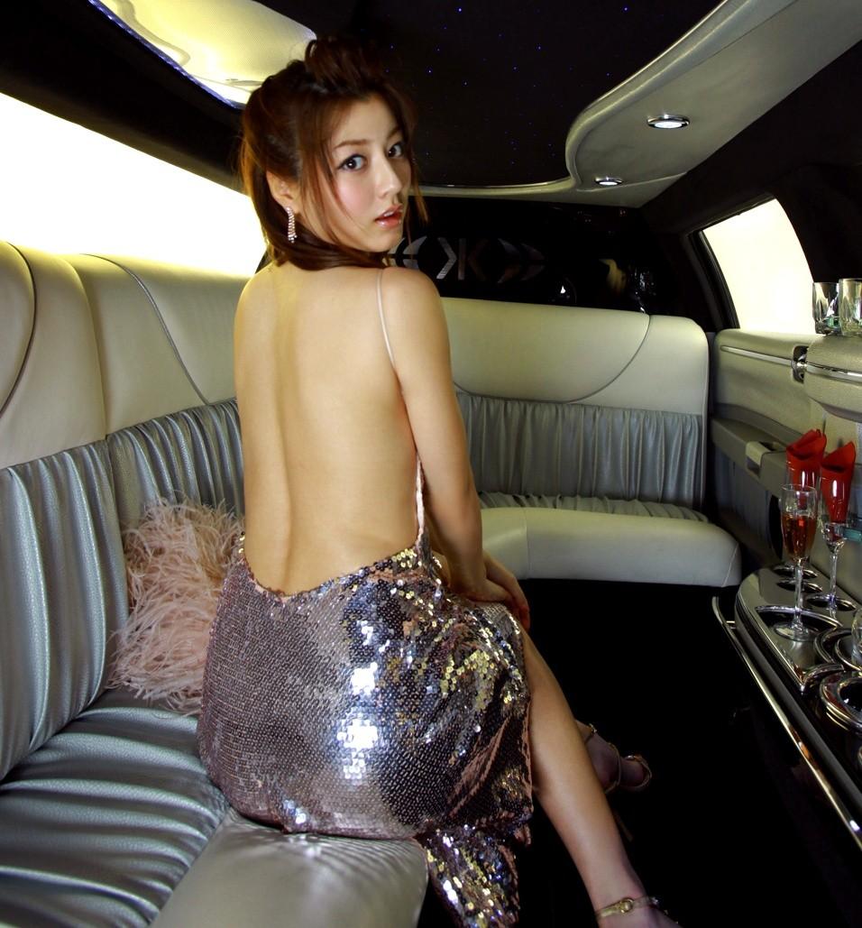 【背中エロ画像】試しに中心を舐めてみようw性感帯が隠れているかも美女の背中www 06