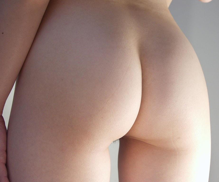 【美尻エロ画像】肌艶から完璧過ぎ!側に置いて保護したい女の生美尻www 09