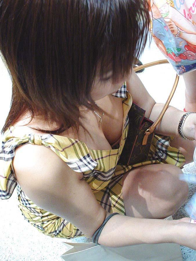 【谷間エロ画像】窮屈で今にも落ちそうな…むしろ出るべき着衣巨乳の谷間www 13