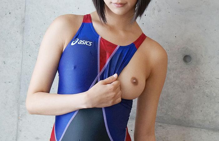 【水着エロ画像】窮屈だからほっと一息的なwおっぱいハミ出し競泳水着娘www 001