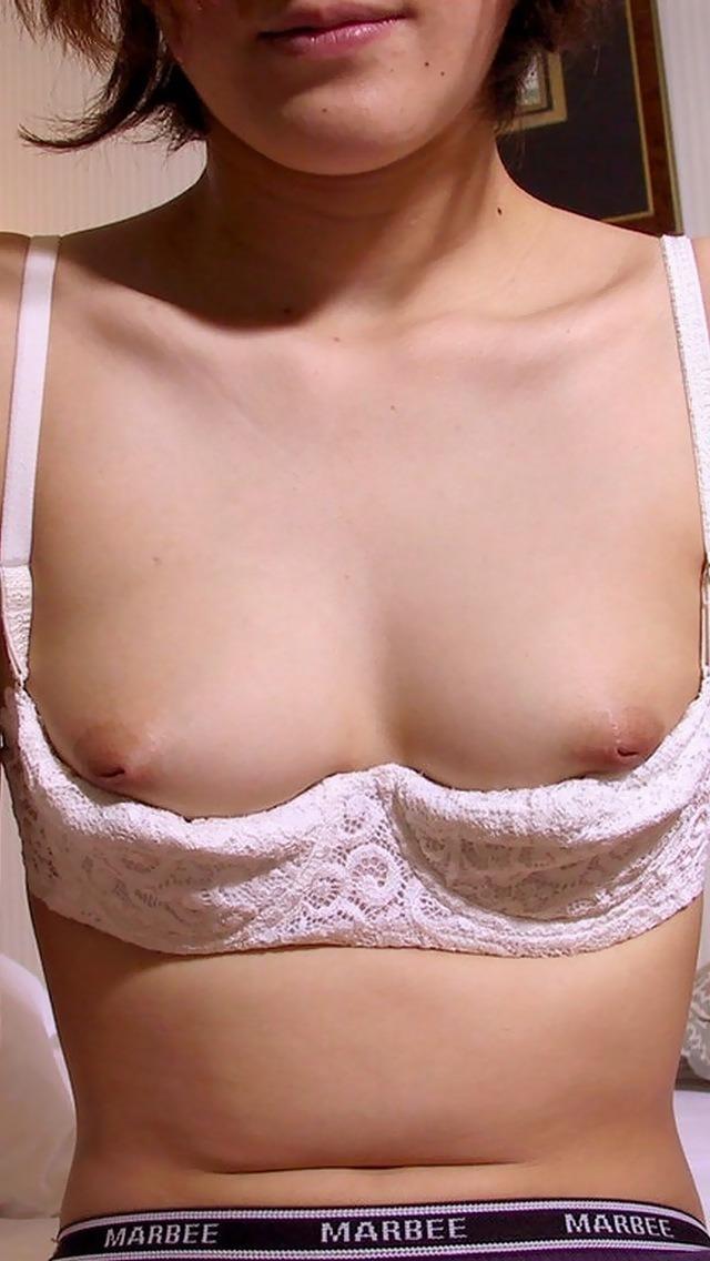 【乳首エロ画像】出てくるようにマッサージ必須!救いの余地はある陥没乳首www 14