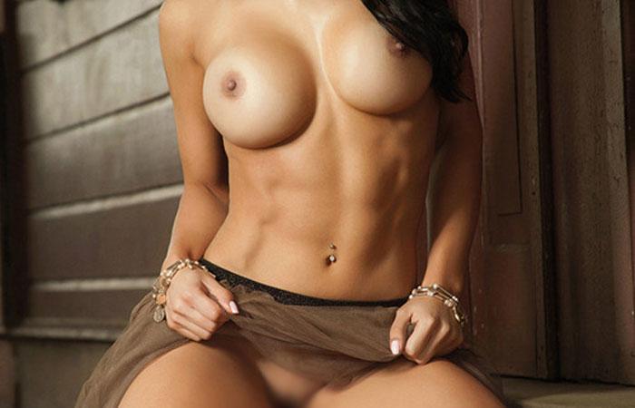 【腹筋エロ画像】弛み切ってるよりもイイ!今流行りな腹筋美女の裸体www 001
