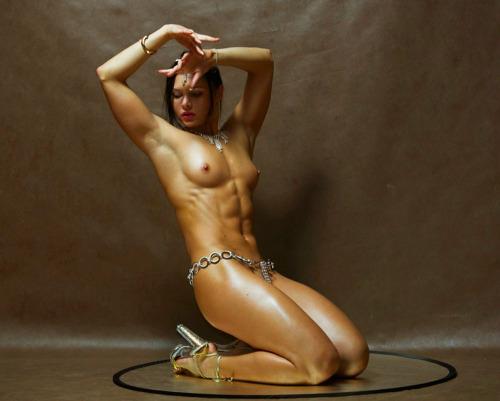 【腹筋エロ画像】弛み切ってるよりもイイ!今流行りな腹筋美女の裸体www 01