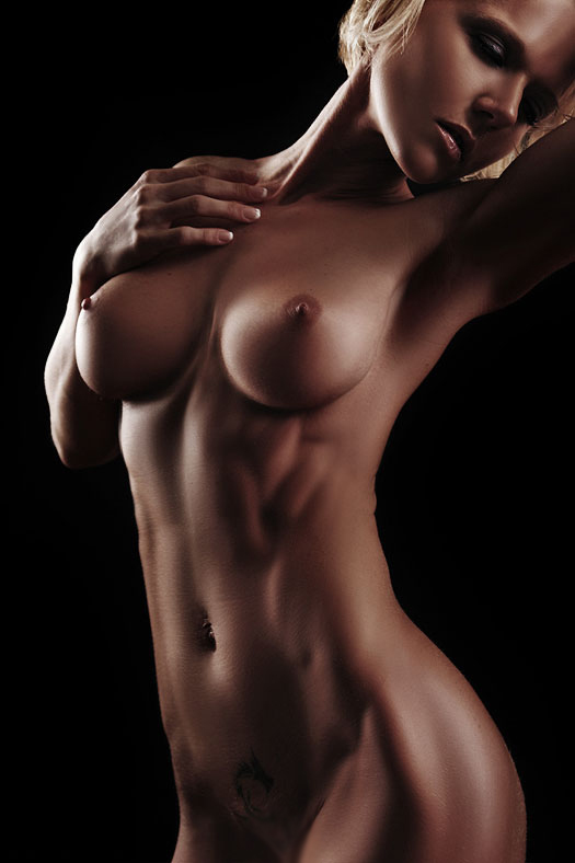 【腹筋エロ画像】弛み切ってるよりもイイ!今流行りな腹筋美女の裸体www 03