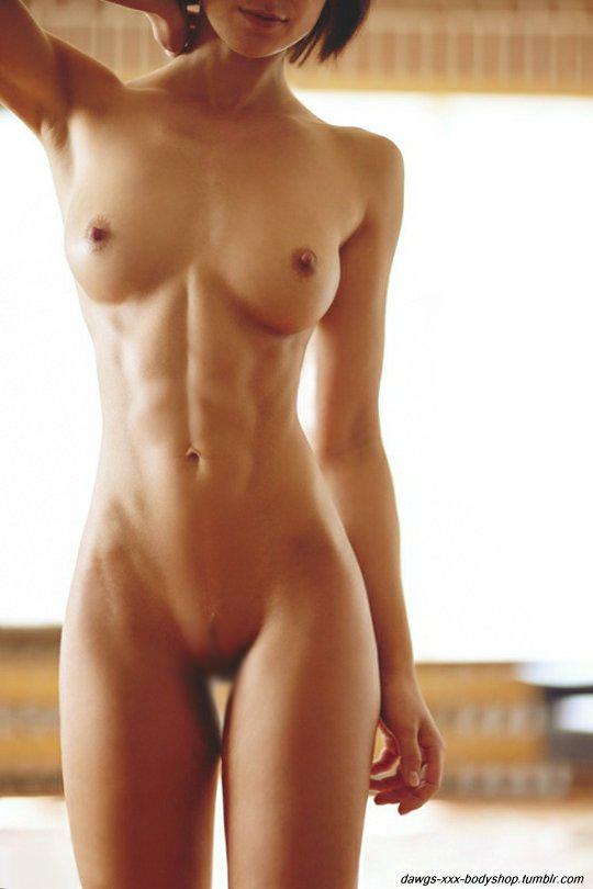 【腹筋エロ画像】弛み切ってるよりもイイ!今流行りな腹筋美女の裸体www 06