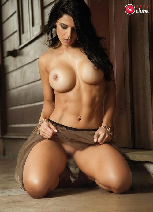 【腹筋エロ画像】弛み切ってるよりもイイ!今流行りな腹筋美女の裸体www 11