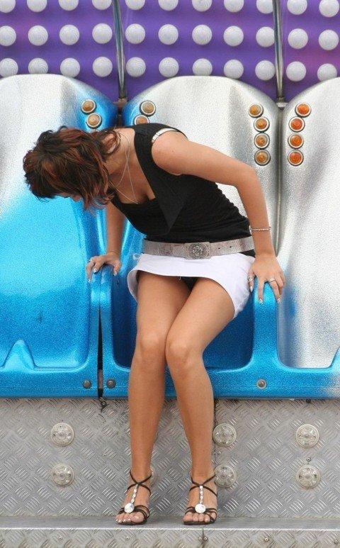 【素人】USJ・ディズニーのテーマパークでのパンチラやエロハプニングが意外と多くてエロいwwwww(画像あり)