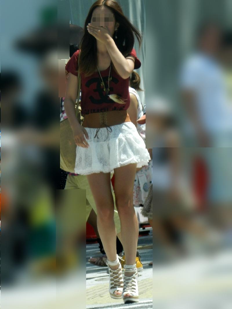 【美脚エロ画像】街中どこでも見られるけど見入っちゃうwフェチ歓喜のミニスカ美脚www 04
