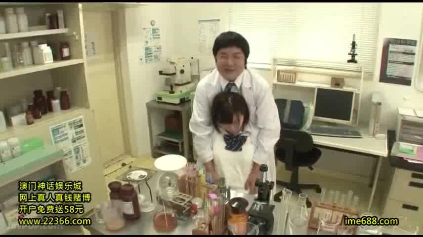 化学部の制服オン白衣の美少女とハメ