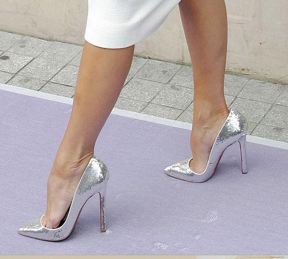 【美脚エロ画像】うわぁ痛そう…踏まれてみたい?美脚を演出する鋭いヒールwww 03