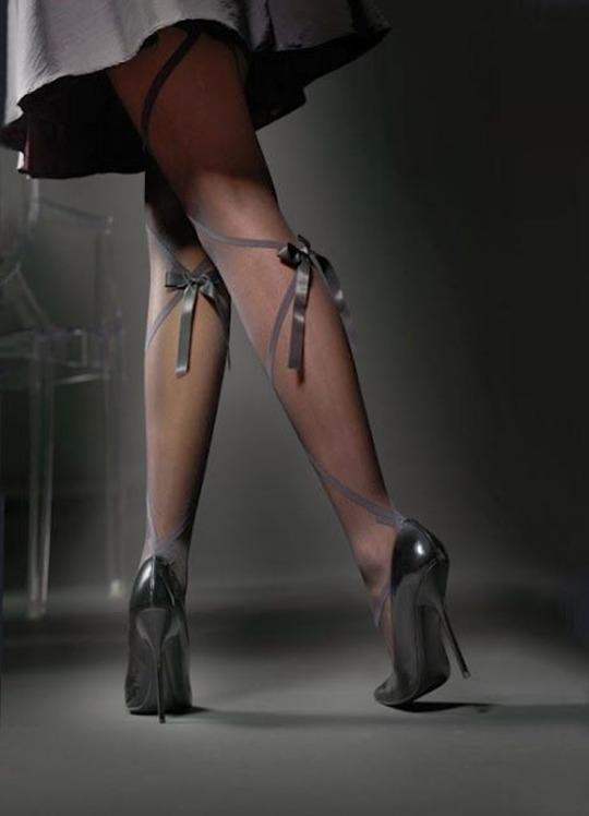 【美脚エロ画像】うわぁ痛そう…踏まれてみたい?美脚を演出する鋭いヒールwww 08