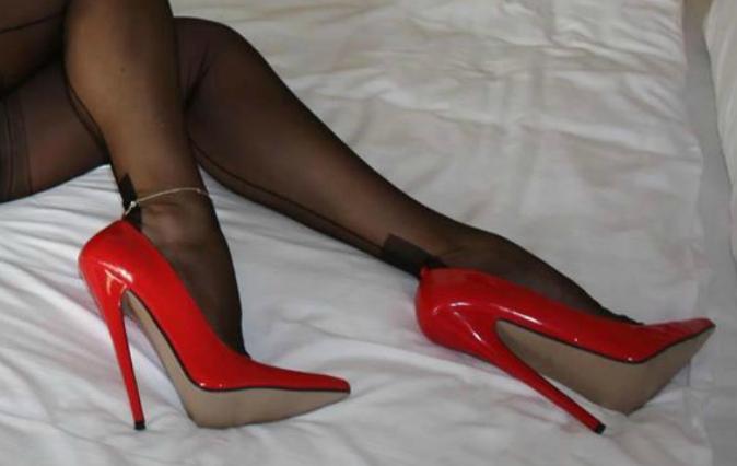 【美脚エロ画像】うわぁ痛そう…踏まれてみたい?美脚を演出する鋭いヒールwww 10