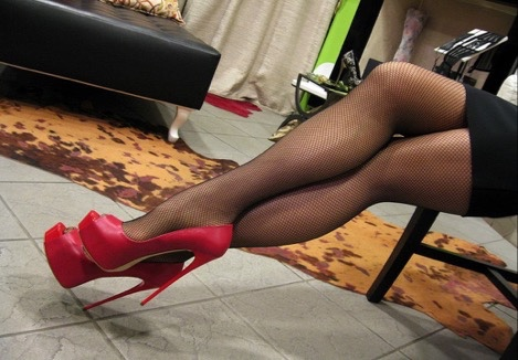 【美脚エロ画像】うわぁ痛そう…踏まれてみたい?美脚を演出する鋭いヒールwww 11
