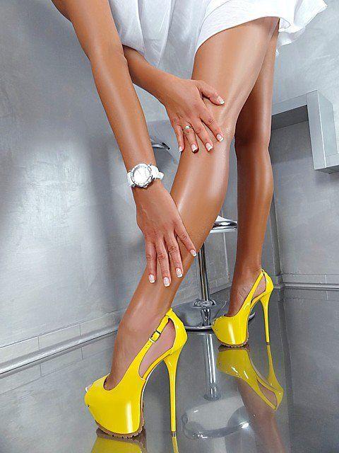 【美脚エロ画像】うわぁ痛そう…踏まれてみたい?美脚を演出する鋭いヒールwww 13