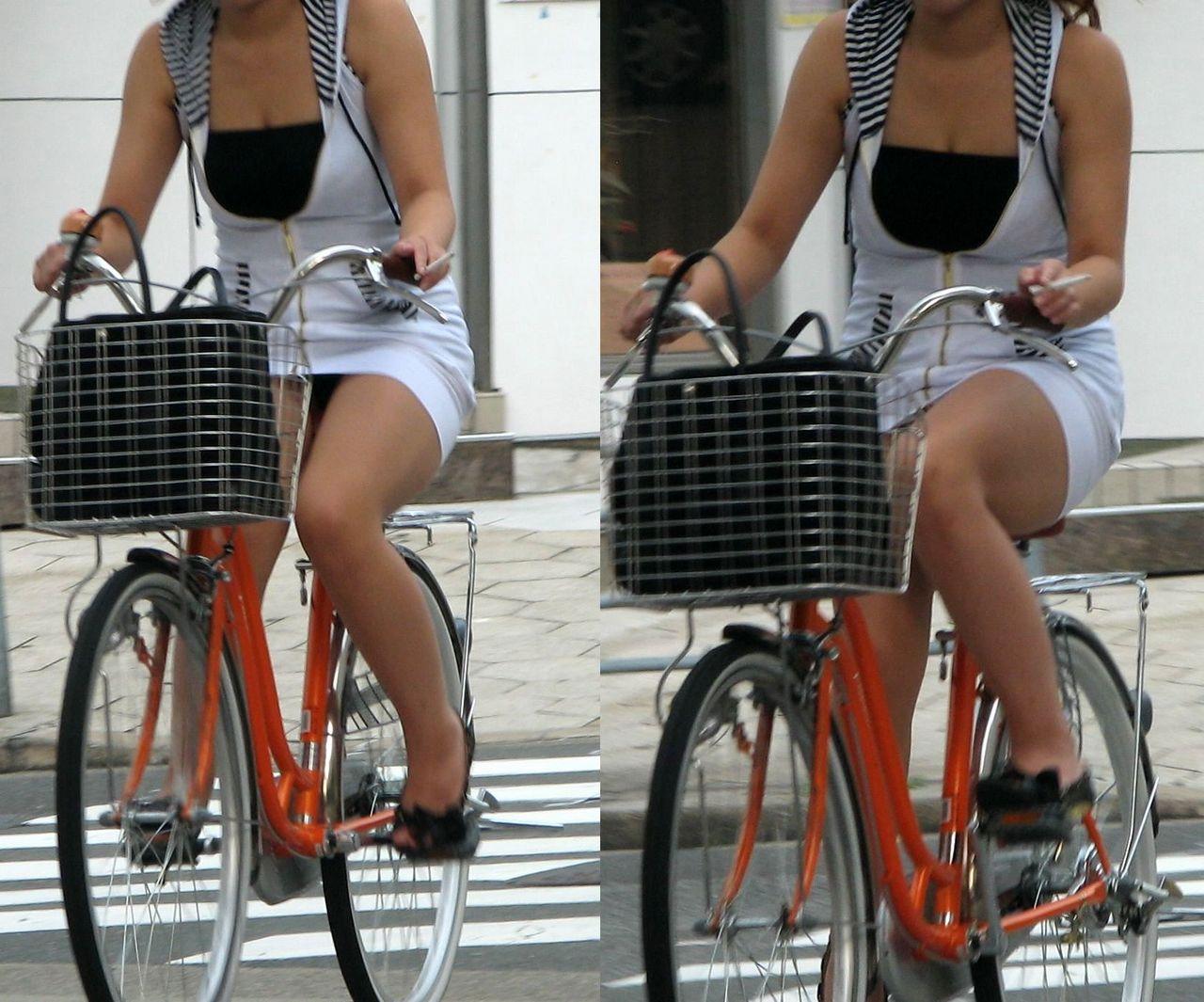 【パンチラエロ画像】すれ違う一瞬を激写!ミニに自転車は抜群の相性www 08