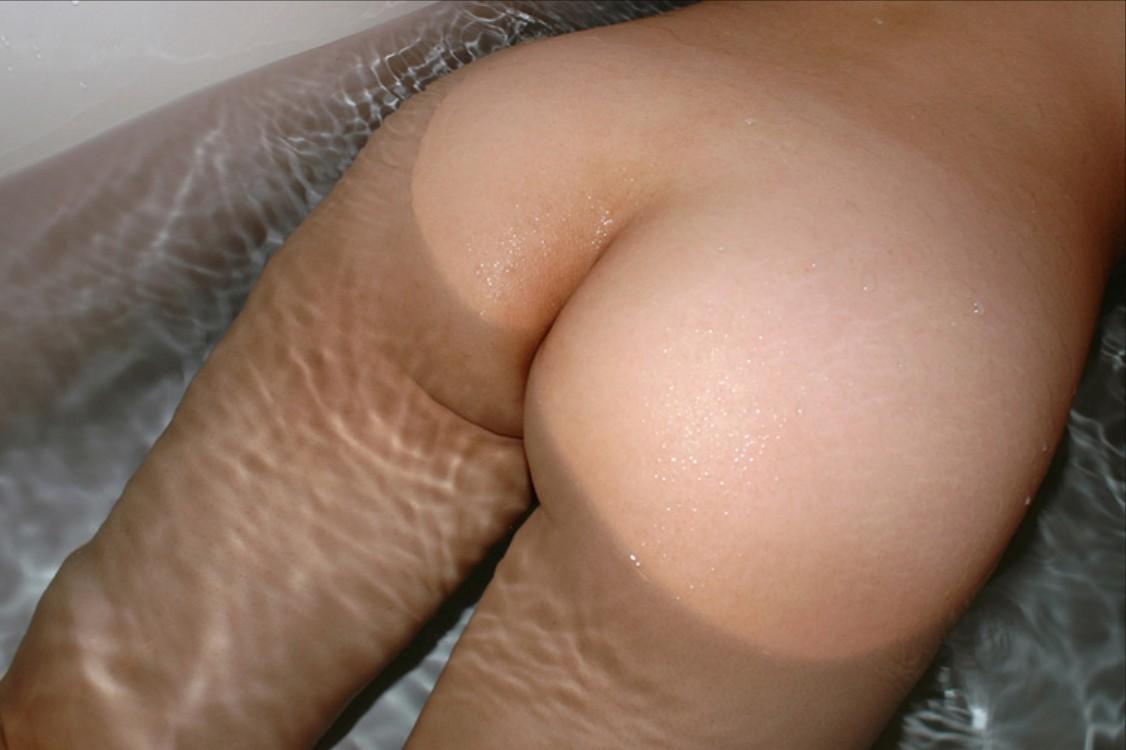 【入浴エロ画像】一緒に入って暖まりたいw湯船におっぱい浮かべるお姉さんwww 09
