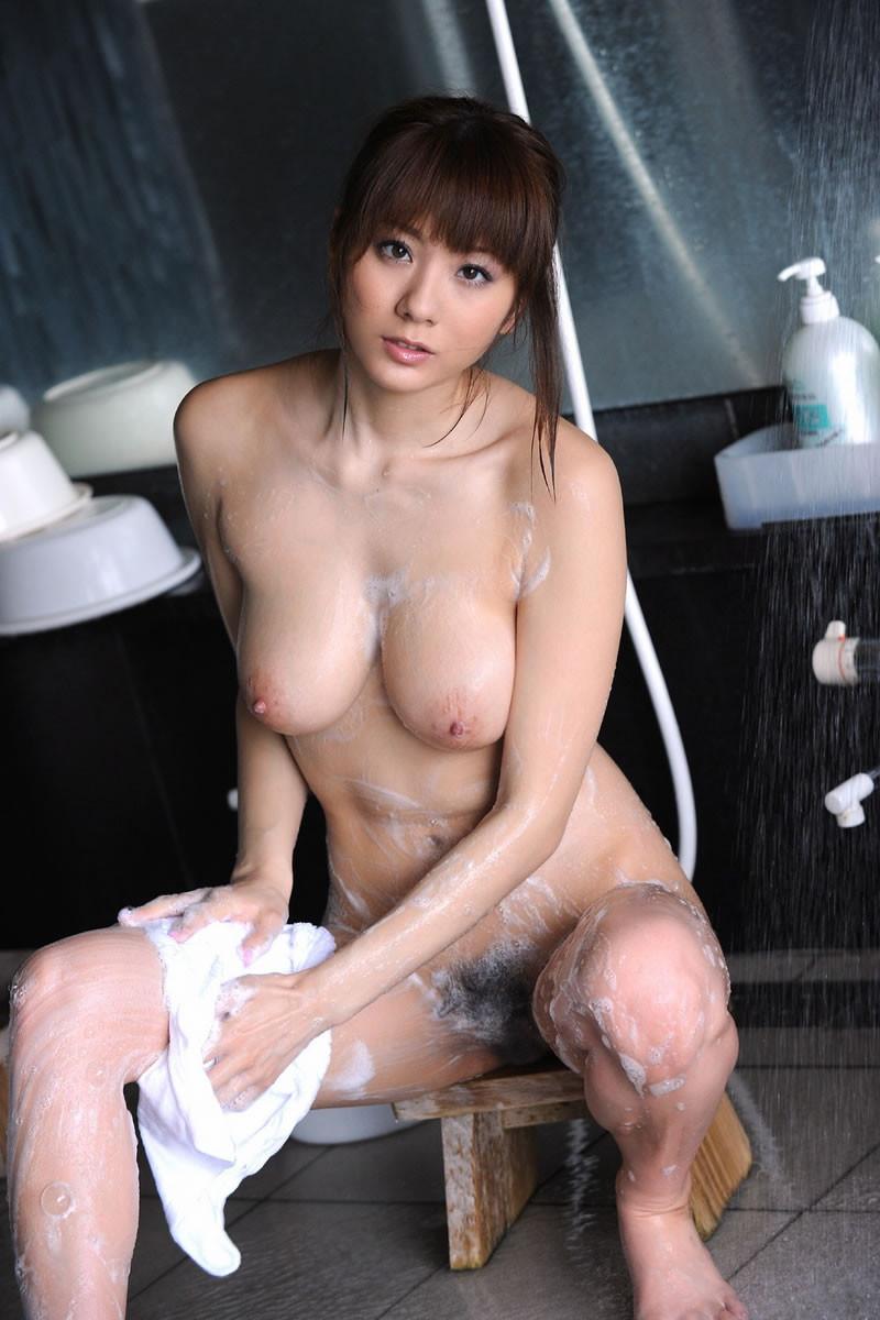 【入浴エロ画像】2人でする方が楽しいからどう?泡まみれの洗体女子www 07