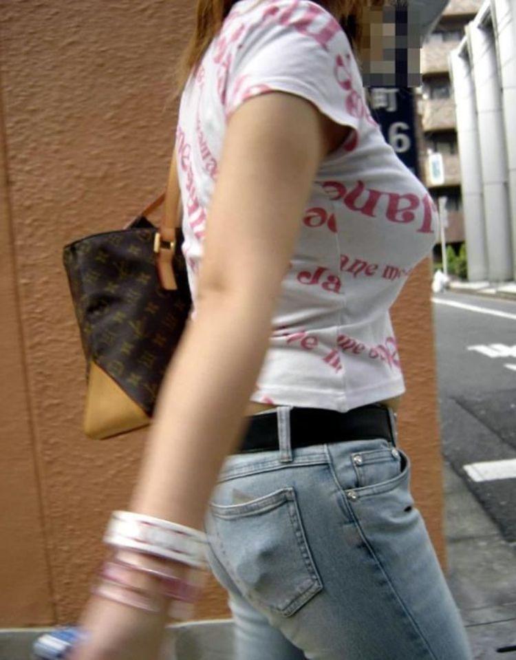 【巨乳エロ画像】放っておけませんその膨らみw注目不可避な着衣おっぱいwww 03