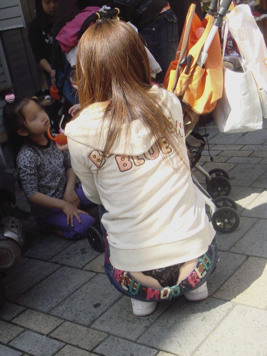 【ローライズエロ画像】ただ卑猥なだけのハミTを堂々と見せる街角ローライズwww 08