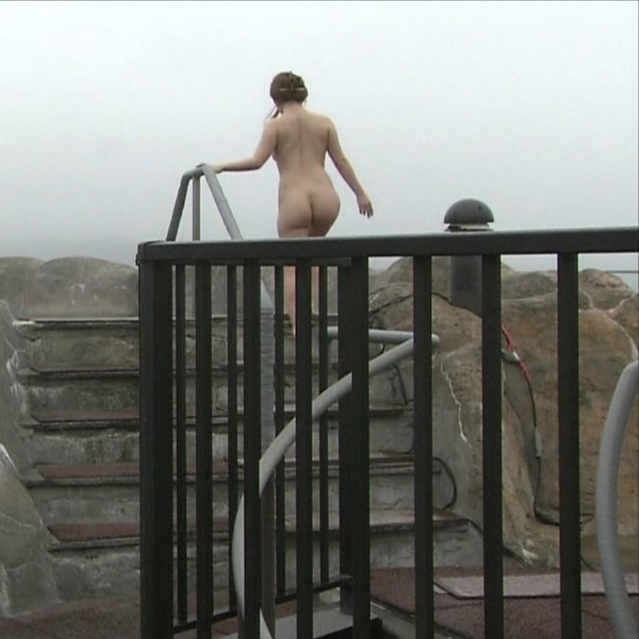 【露出エロ画像】寒さよりも性癖優先!冬でも変態なら可能な野外露出www 06