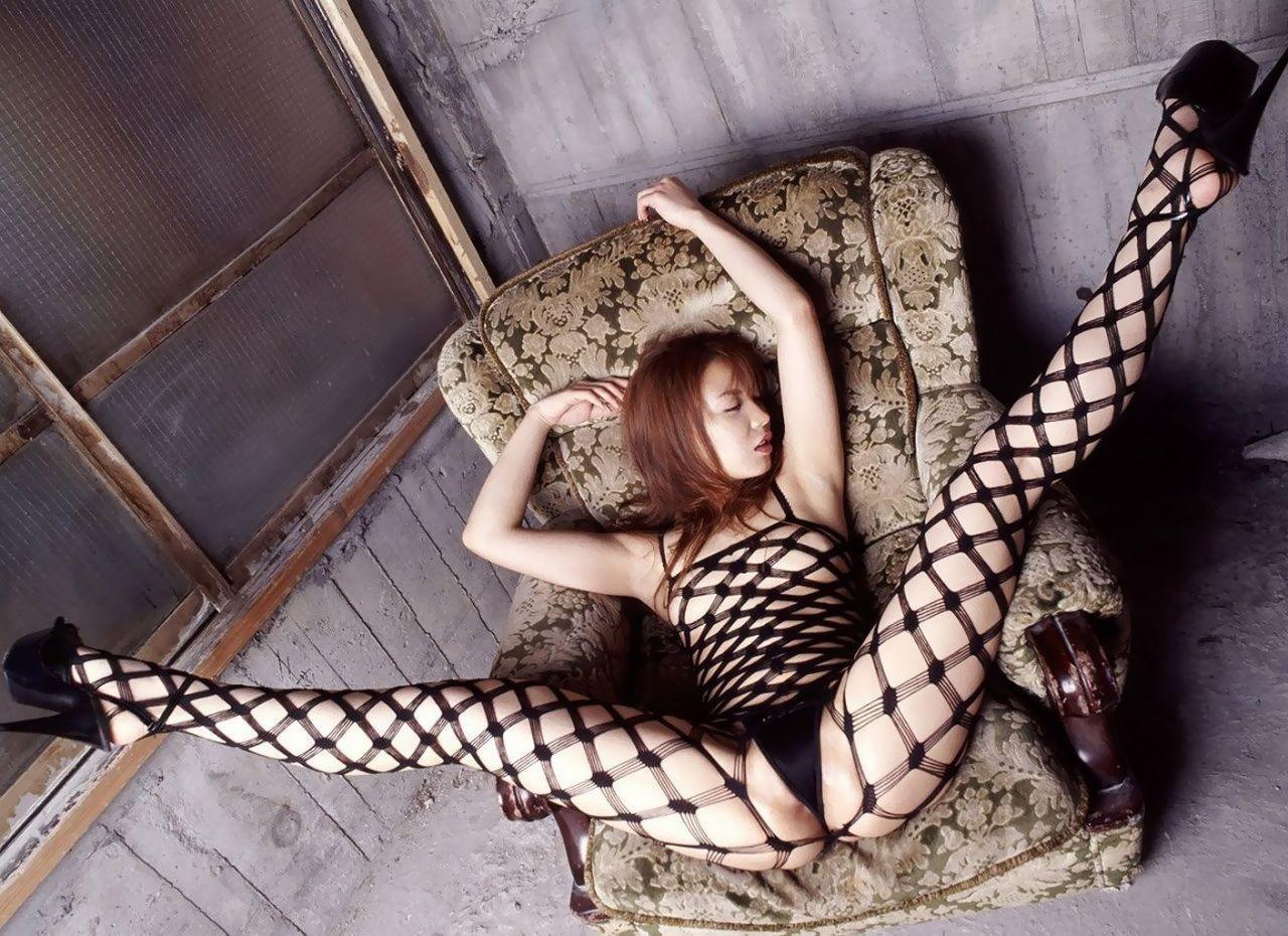 【下着エロ画像】股間は穴開きw行為用でしかない全身網タイツを纏う痴女www 06