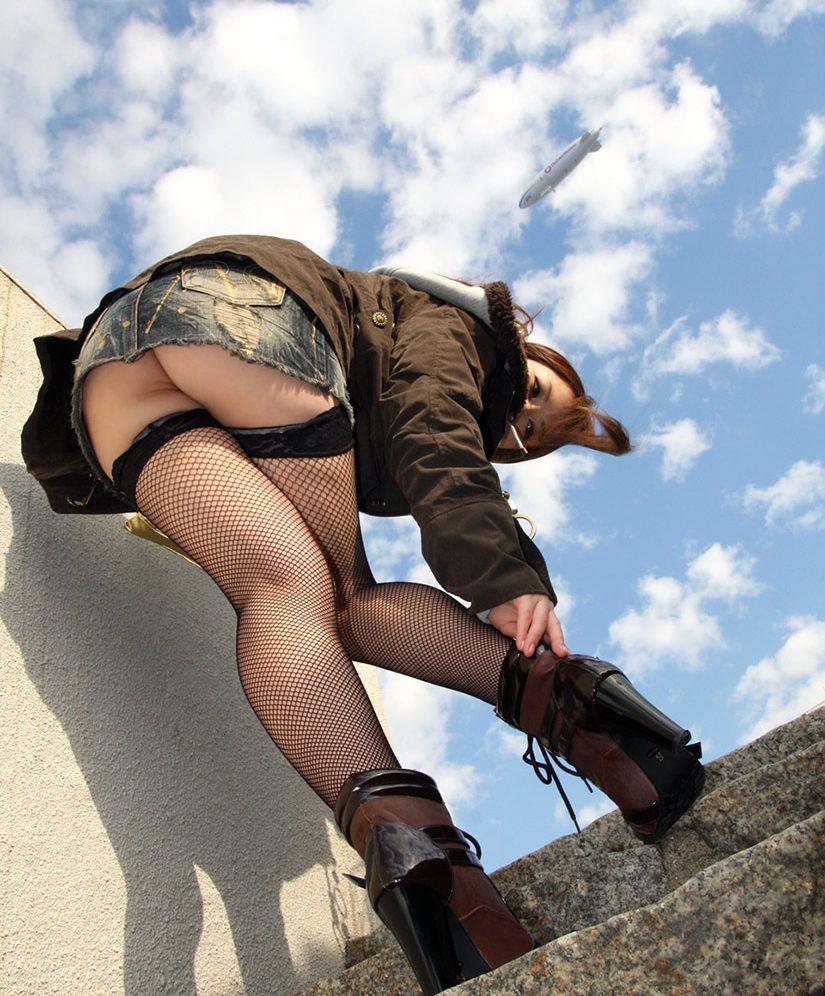 【ミニスカエロ画像】パンツの出番が期待されるデニミニスカートギャルの尻www 04