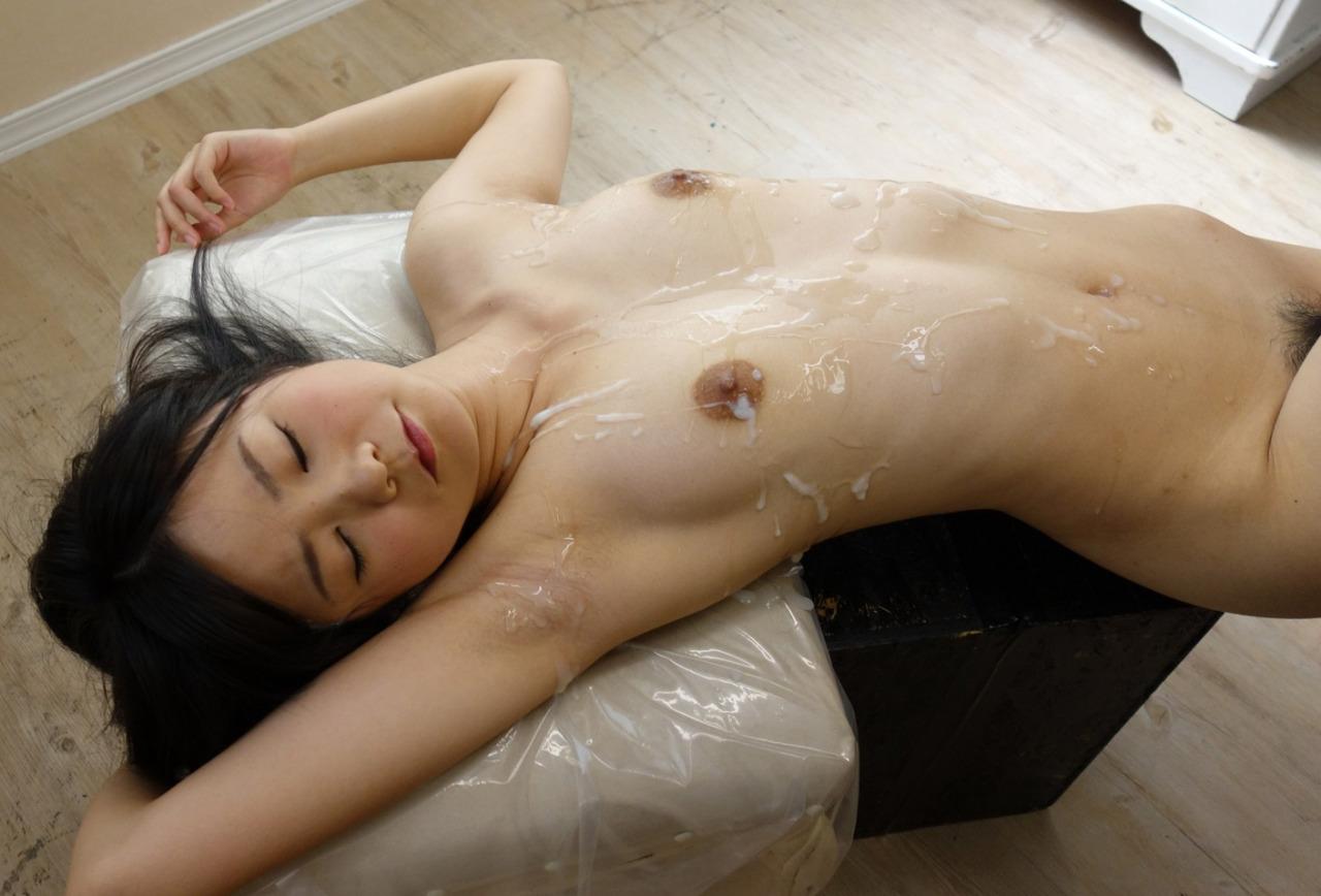 【ぶっかけエロ画像】(※閲覧注意)乾く前に洗う事推奨w大量ぶっかけの餌食になった女体www 08