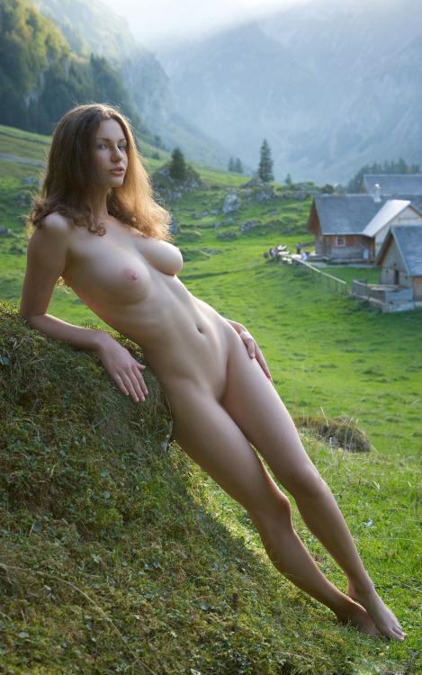 【海外エロ画像】透き通るほどに…真っ白な裸体で挑発する白人のお姉様たちwww 11