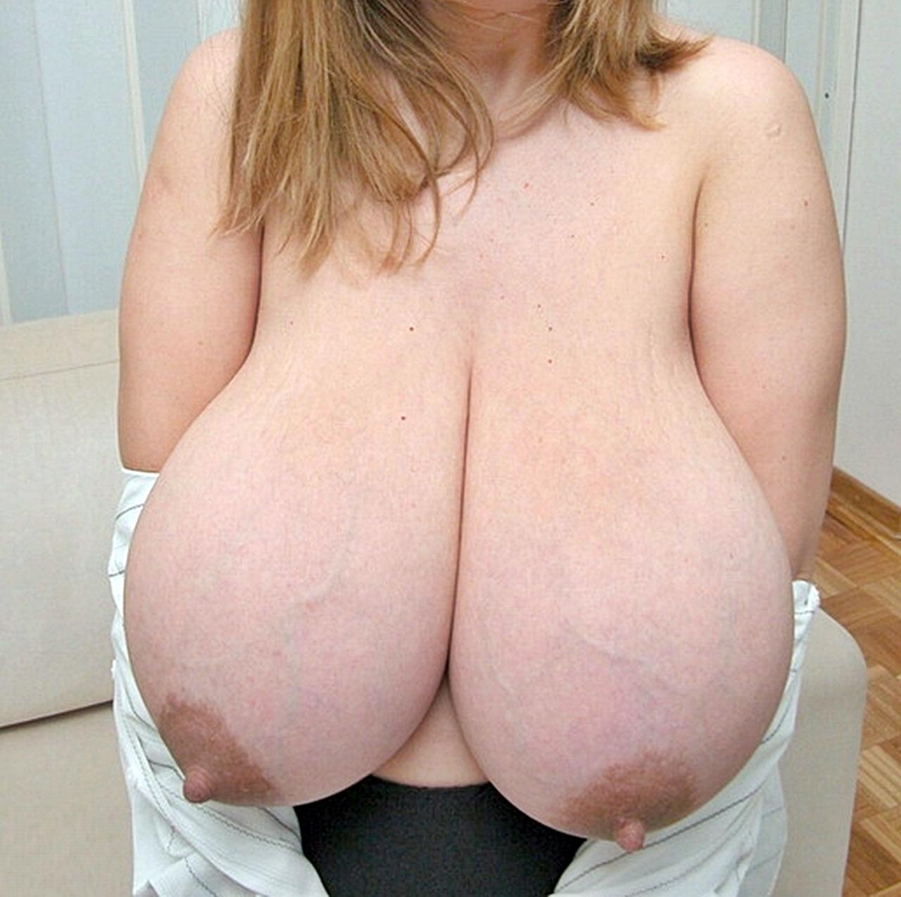 【巨乳エロ画像】おっぱい好きでもちと怖いw血管浮き気味な巨乳www 15