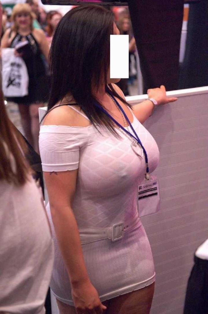 【ノーブラエロ画像】乳首の位置を勝手にナビ中wポッチリ目立つノーブラ淑女www 14