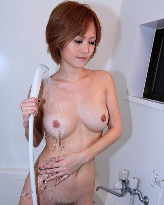 【入浴エロ画像】水圧強いと乳首感じる?シャワー浴び中のおっぱいwww 11