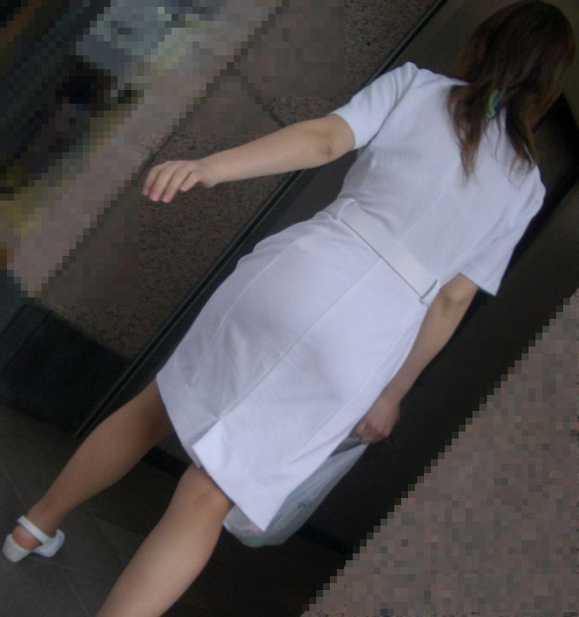 【ナースエロ画像】露出控えめでもうっすらイヤらしい白衣とパンチラwww 03