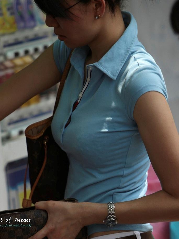 【巨乳エロ画像】見ていいから目立たせてんでしょw街の目を引く大きな着胸www 08