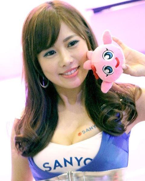 【キャンギャルエロ画像】イベントには不可欠!乳のそそるキャンギャル達www 08