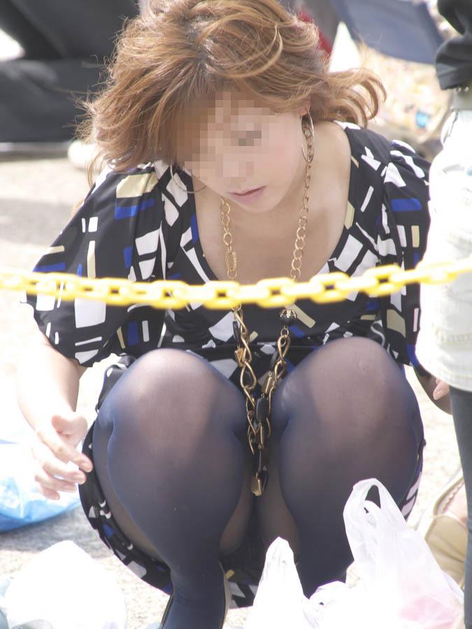 【パンチラエロ画像】腰を下ろす姿を見たら期待!居れば確実の座りチラwww 01